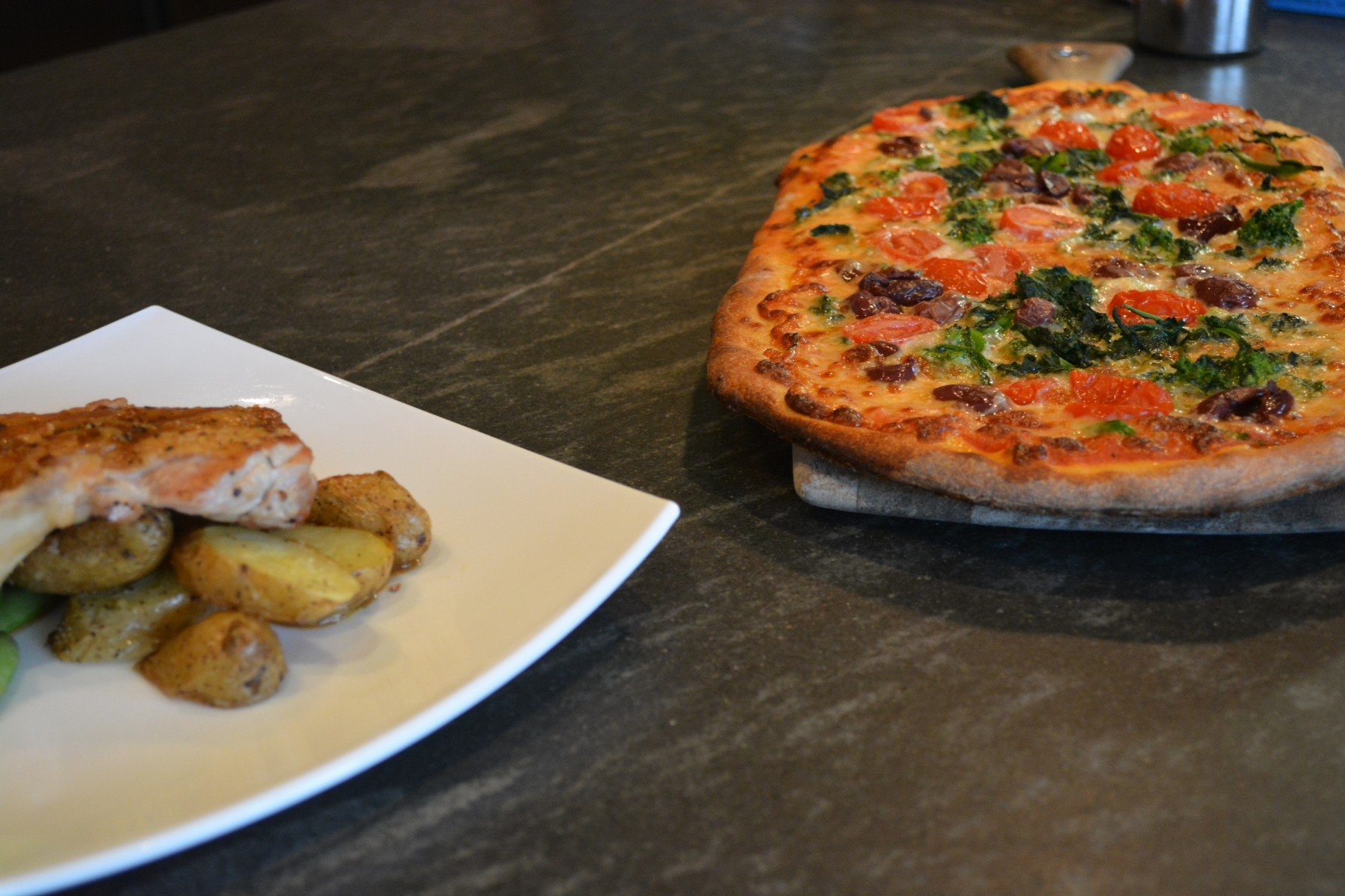 Vegetable Pizza With Chicken Entree